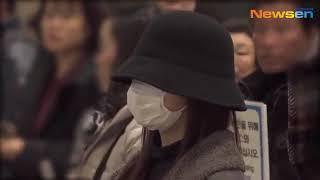 트와이스(TWICE) 사나(SANA)-미나(MINA), 팬들에게 손인사하며 출국하는 망토소녀 [뉴스엔TV] @GimpoAirport_190108
