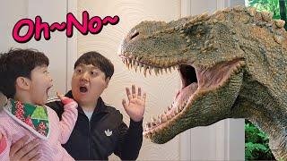 마법의문에서 공룡이 나타났다! 지환이와 마법의문을 열어보자 Dinosaur appeared in the magic door!
