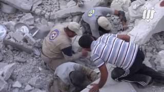 مشاهد للدمار والبحث عن ضحايا الطيران الحربي في مدينة جاسم بريف درعا الشمالي الغربي