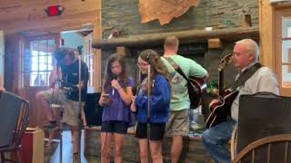 Shallow (A Star Is Born), Impromptu Performance by Young Cousins