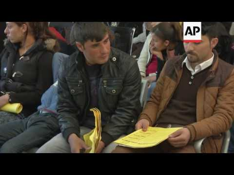 Displaced Iraqis queue for passports in Irbil