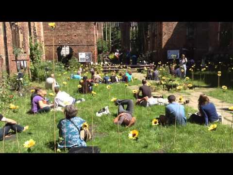 Tom George perfomance  (Flores de Mayo installation)