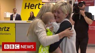 New Australia-New Zealand travel bubble reunites many families - BBC News