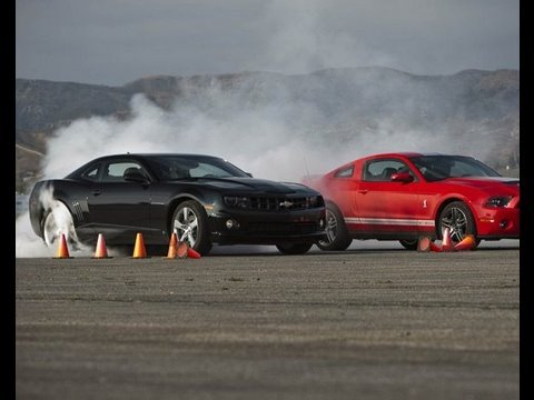Shelby Gt500 Crushes Camaro Ss Drag Race Showdown Youtube