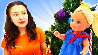 Видео про куклы: Штеффи наряжает ёлку для Барби!