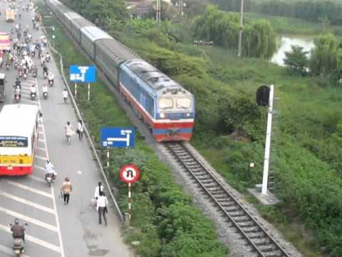 [296] D19E-924 kéo LP8 (24.09.2011)