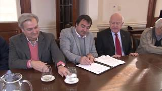 Lifschitz firmó un convenio con el movimiento Los Sin Techo para construir viviendas