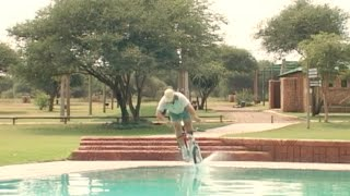 Swimming pool Stunts - Bicycle jumps into swimming pool
