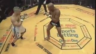 Anderson Silva vs. Tony Fryklund - Cage Rage 16 - Back Elbow Knockout (Nocaute com o Cotovelo)
