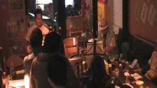 横浜関内にある海風という沖縄料理店で初めてのライブをした素人バンド...
