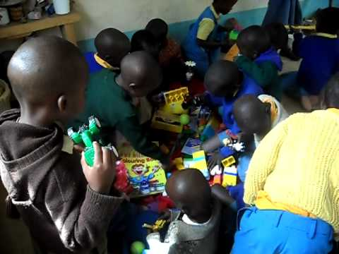 Kenya kids enjoy gifts from UK.AVI