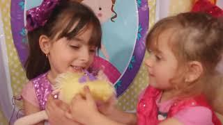 Laurinha has a cold  Kids play with Disney Princess Musical Tea Party Cart ! Estamos com gripe !