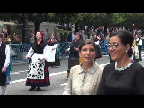 Desfile Gaiteros entrega Premios Princesa Asturias 2015 Oviedo