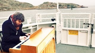 Someone moved a piano on the Boat