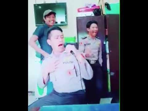 Polisi gembira nyanyi lagu India Mp3