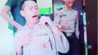 Polisi gembira nyanyi lagu India