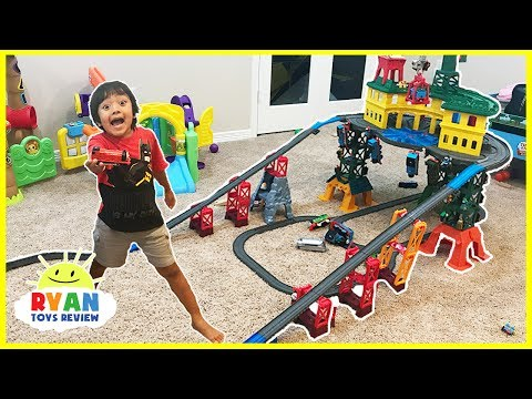 THOMAS & FRIENDS SUPER STATION Playset! BIGGEST Thomas Toy Trains Playset ever!!!