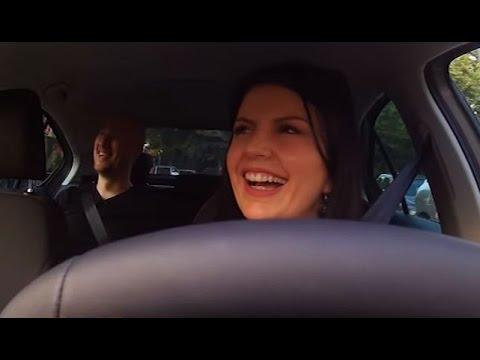 """""""Mos i fol shoferit"""" - Florian Binaj në taksinë e Rudina Dembacaj"""