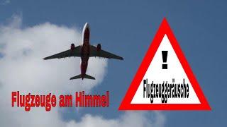 Große Flugzeuge am Himmel