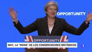 Theresa May baila con la música de ABBA