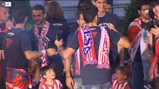 Una multitud de aficionados celebra con el Atlético el título de liga