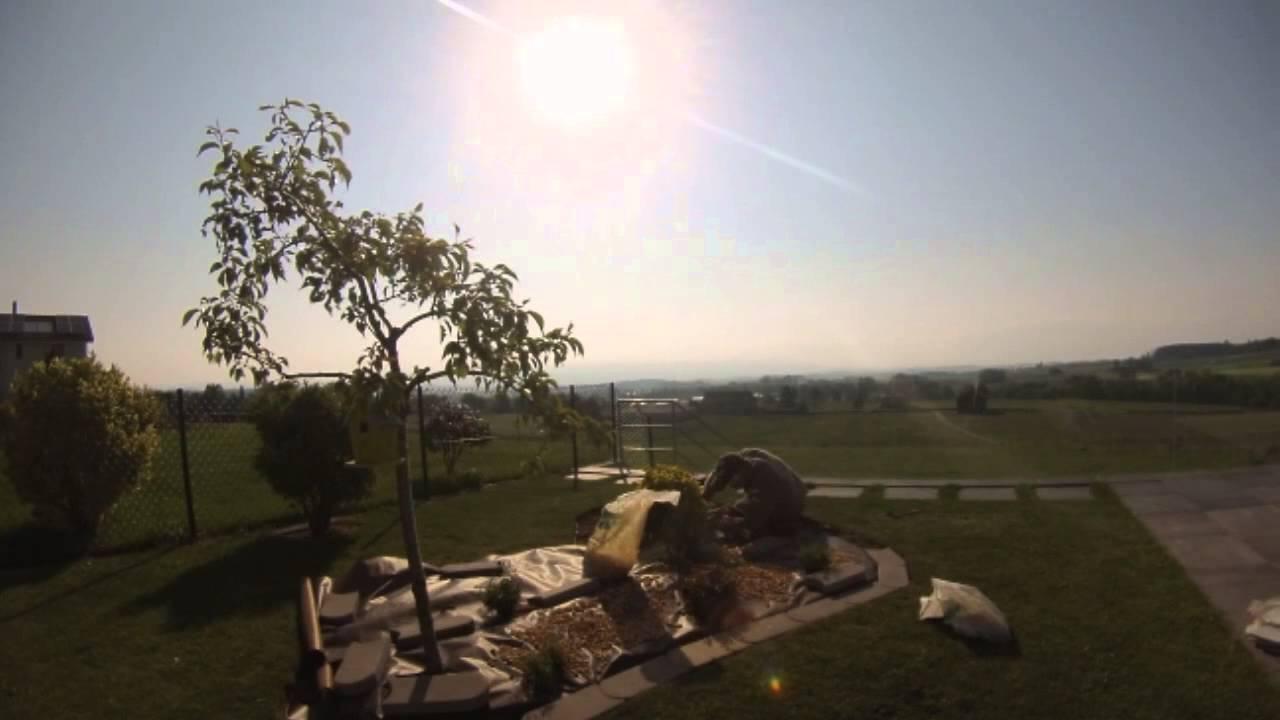 Création d\'une rocaille dans un jardin - YouTube