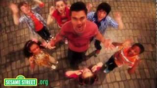Sesame Street: Juanes sings Muevete