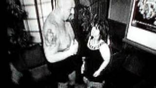 Big Show kiss a Vicky Guerrero xD lol