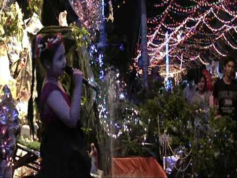 Khúc Nhạc Mùa Noel - Be Thuy Tien (Noel 2012)