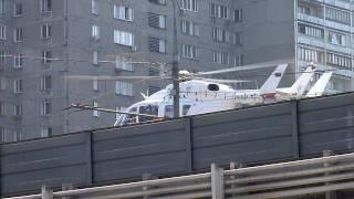 Вертолёт МЧС у м. Рижская, Москва(Вертолёт МЧС садится на пятачке около м. Рижская в районе 3 транспортного кольца. Час дня, Москва, 2 июля 2010...., 2010-07-02T11:52:49.000Z)