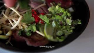 Суп с лапшой и говядиной (Beef Pho Noodle Soup, Phở bò tái)