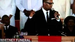 R.Kelly sings at Whitney Houston