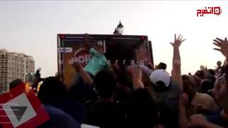 اتفرج   «هرجلة» توزيع الطعام في أطول مائدة بالإسكندرية