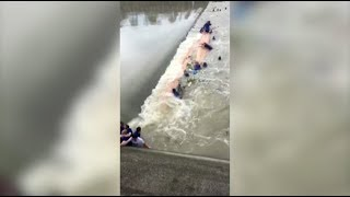 Seventeen people have died after two dragon boats overturned on Saturday in south China's Guangxi Zhuang Autonomous Region.   Fifty-seven people fell into the water and 40 of them were rescued.   Over