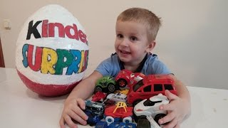 Великий Кіндер Сюрприз за сюрпризом відкриваємо іграшки Giant Kinder Surprise розпакування