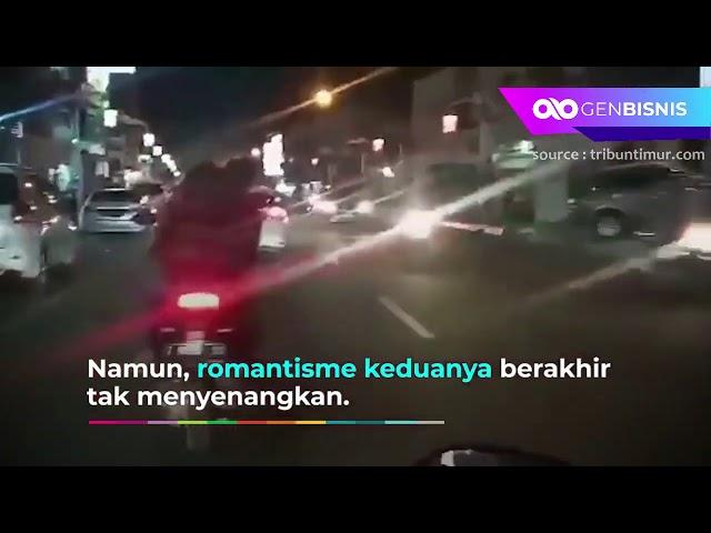 Asyik Ci*pokan Diatas Motor, Sepasang Remaja Ini Viral