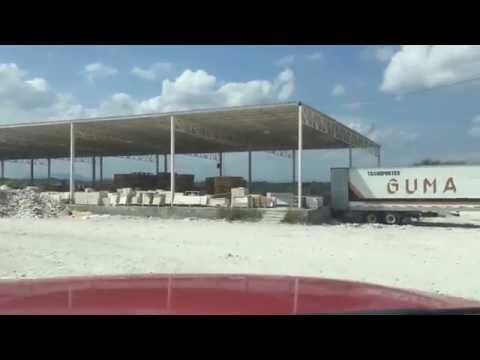 Traileros Cachimberos. Transportes GUMA, CAT. La 57 y México. En una cantera de mármol Tractocamión
