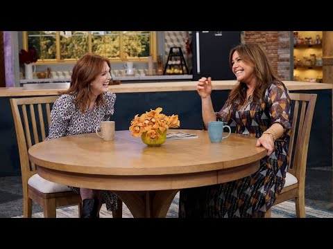 Julianne Moore Was So Nervous For First OnScreen Kiss, She Practiced in the Dressing Room!