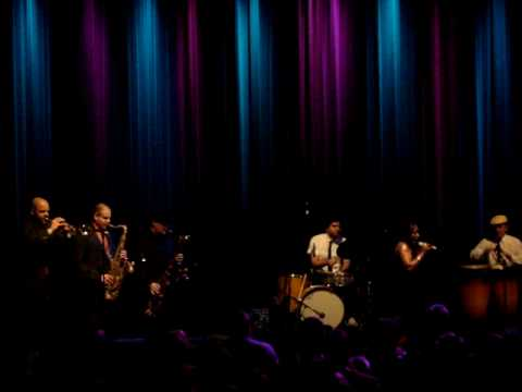 Sharon Jones And The Dap Kings In Richmond 12/11/09 Pt 2