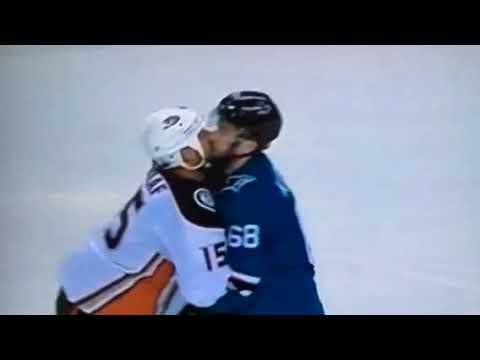 Getzlaf gives a kiss goodbye from the 2018 playoffs