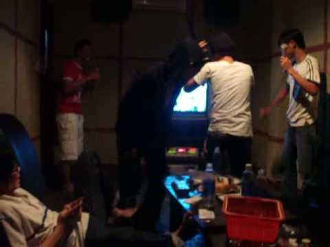 Thac loan trong karaoke