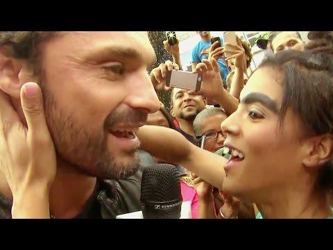 ¡Beso de novela! Mela la Melaza le hizo una propuesa a Iván Sánchez
