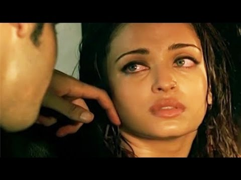 Aishwarya Rai Bachchan Scene in Ae Dil Hai Mushkil Movie 2016 | Bachchans Miffed thumbnail