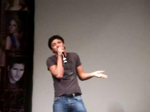 michael welch sings at twitour 2009 san fran