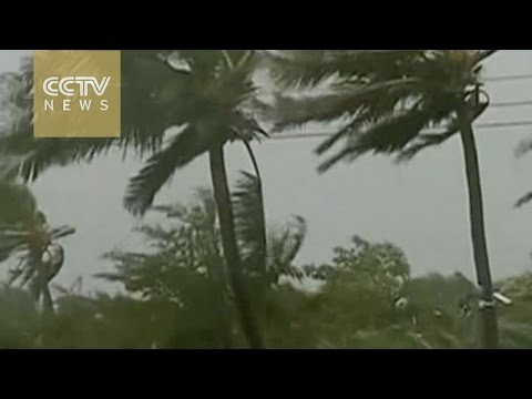 Typhoon Aere lingers in South China Sea