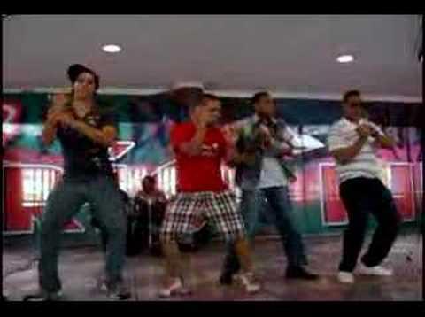 ¿Karaoke en el centro?/Karaoke in the Student Center?
