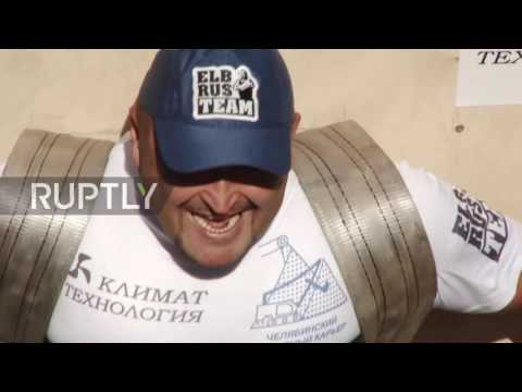 Russia: Powerlifter strikes a chord in Chelyabinsk by carrying a piano on his back