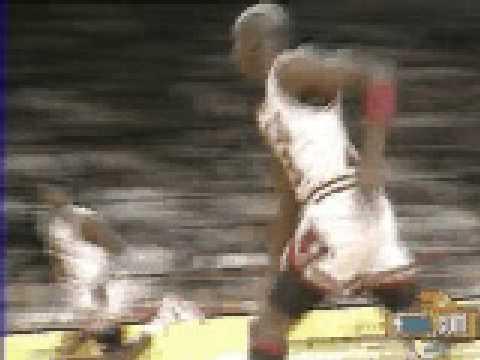 Michael Jordan rebound and dunk vs Phoenix Suns - NBA Regular Season 1990/1991