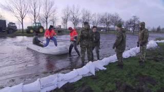 Militairen strijden tegen wateroverlast Groningen