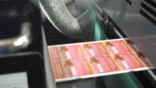 凸版間欠輪転ラベル印刷機(5色) LR3の作業風景です。